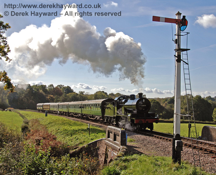 53809 hauls a service train north towards Horsted Keynes station, with the southbound Advance Starter in the foreground. 17.10.2008