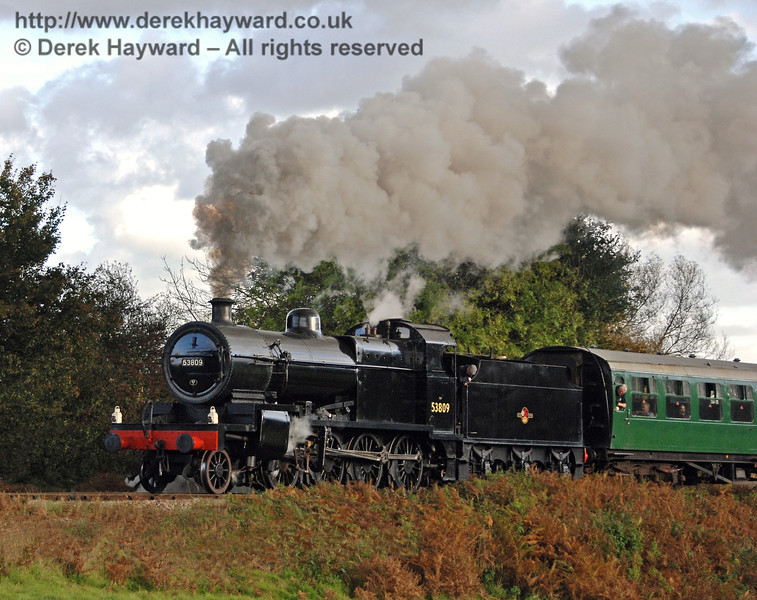 53809 gives a steam display as it leaves Sheffield Park. 17.10.2008