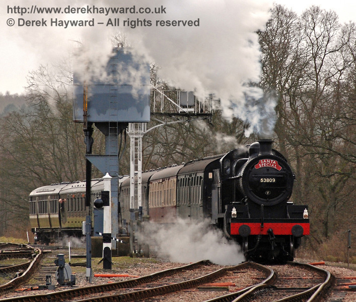 53809 approaches Horsted Keynes with a Santa Special. 20.12.2008