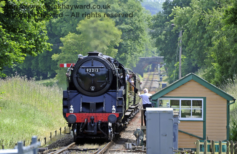 The crew of 92212 surrender the single line token as they arrive at Kingscote.  29.06.2013  7519