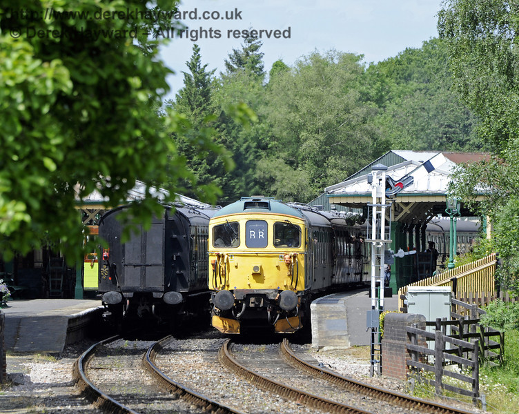 33103 Swordfish awaiting departure at Kingscote.  29.06.2013  7529