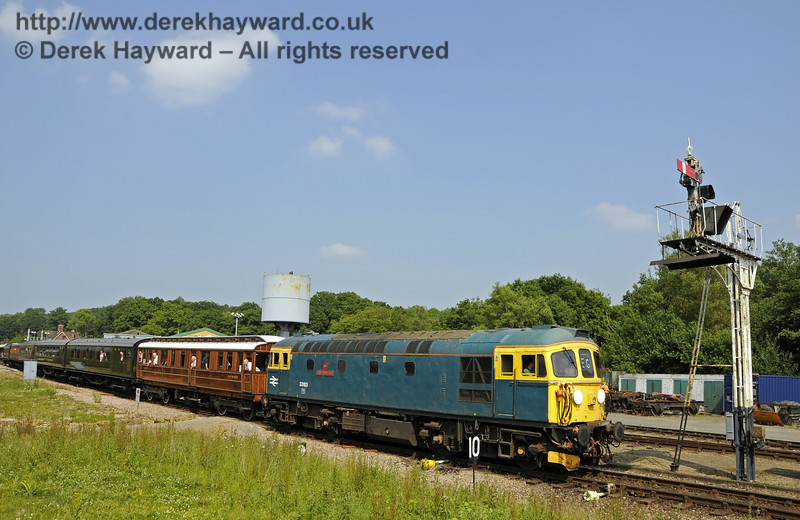 33103 Swordfish leaves Horsted Keynes.  07.07.2013  9567