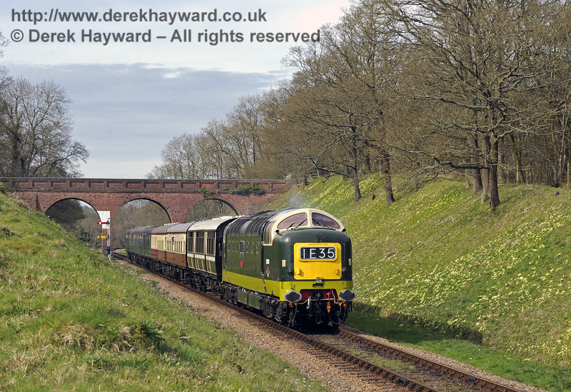 D9009 Alycidon runs south from Three Arch Bridge.  17.04.2015  10767