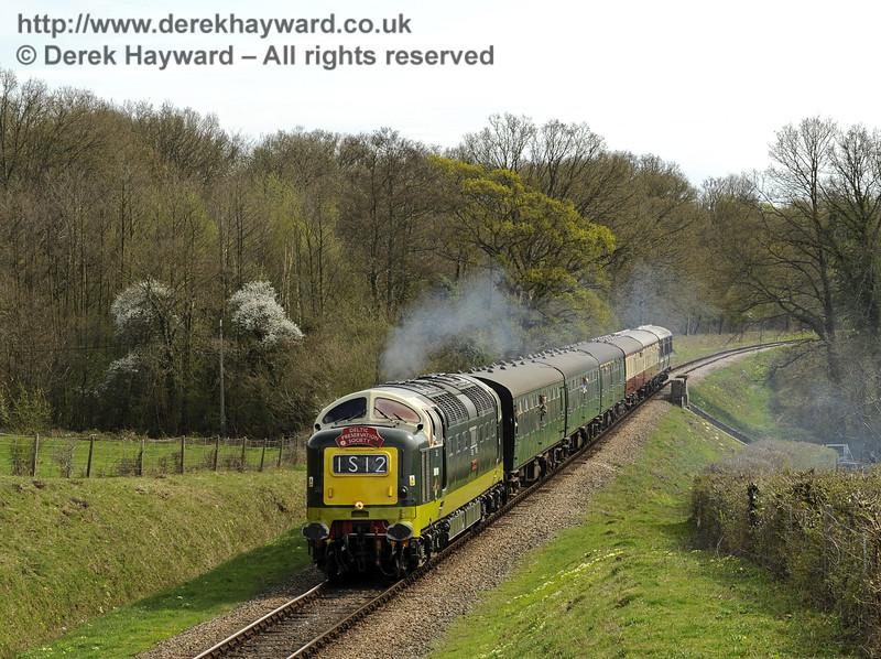D9009 Alycidon passes Medhurst Farm. 17.04.2015  10748