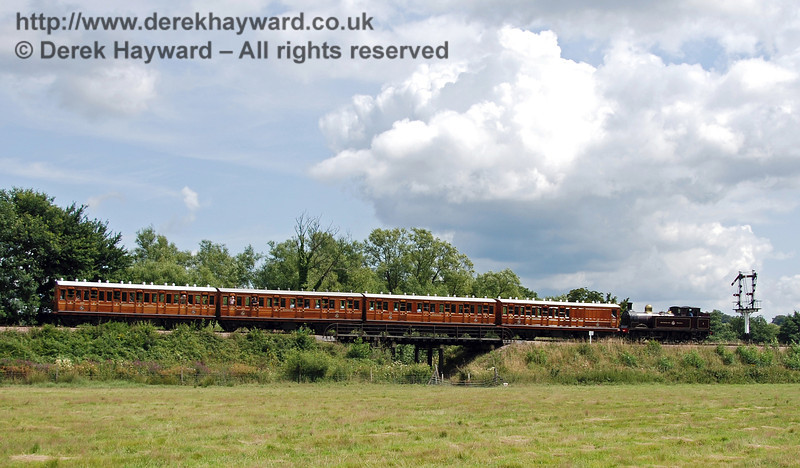 Metropolitan Railway No.1 and the Metropolitan coaches pass over Poleay Bridge en route to Sheffield Park. 28.07.2007