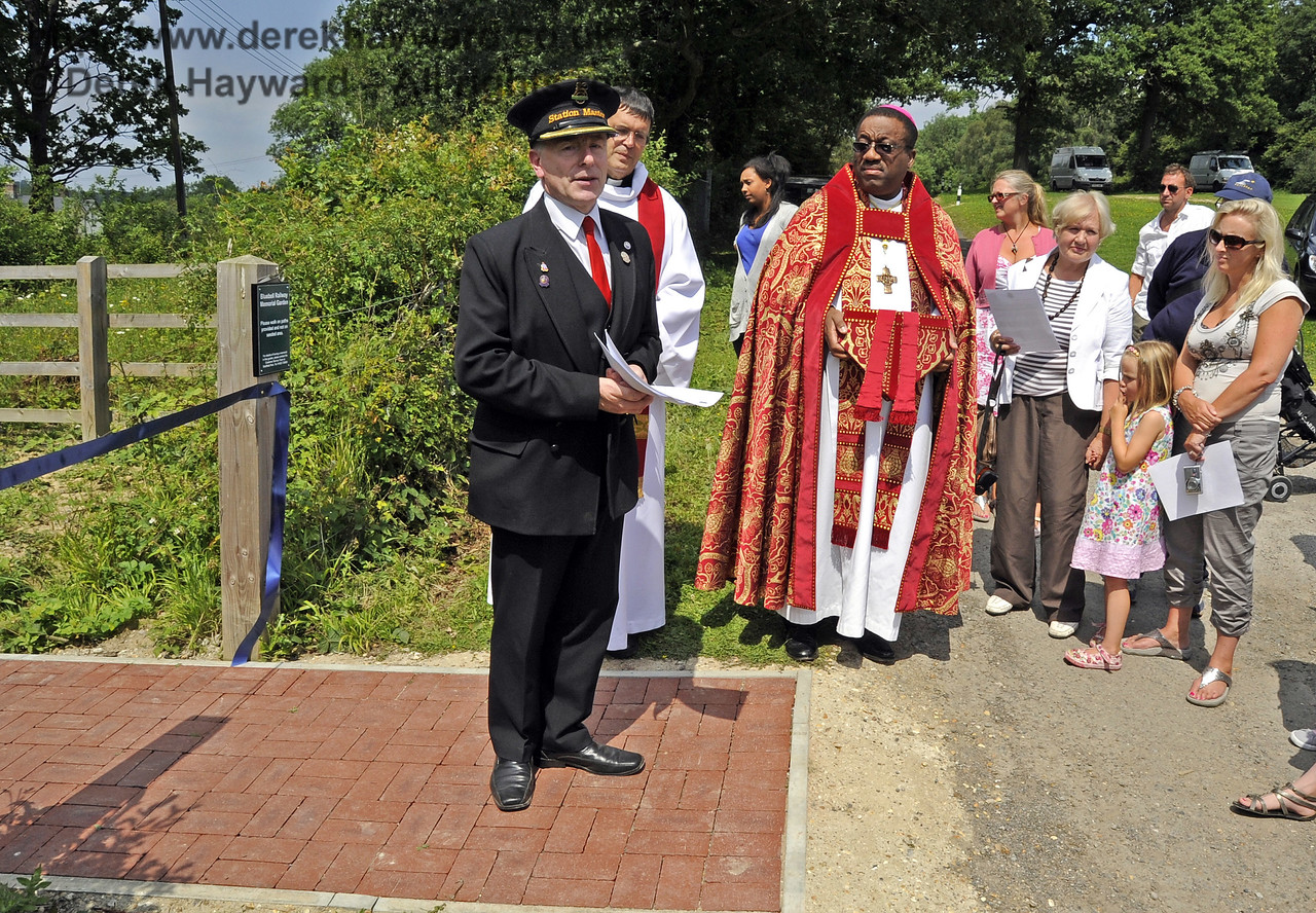 Roy Watts, Chairman BRPS, greets the guests and explains the history and purpose of the Memorial Garden.  03.07.2011   2129