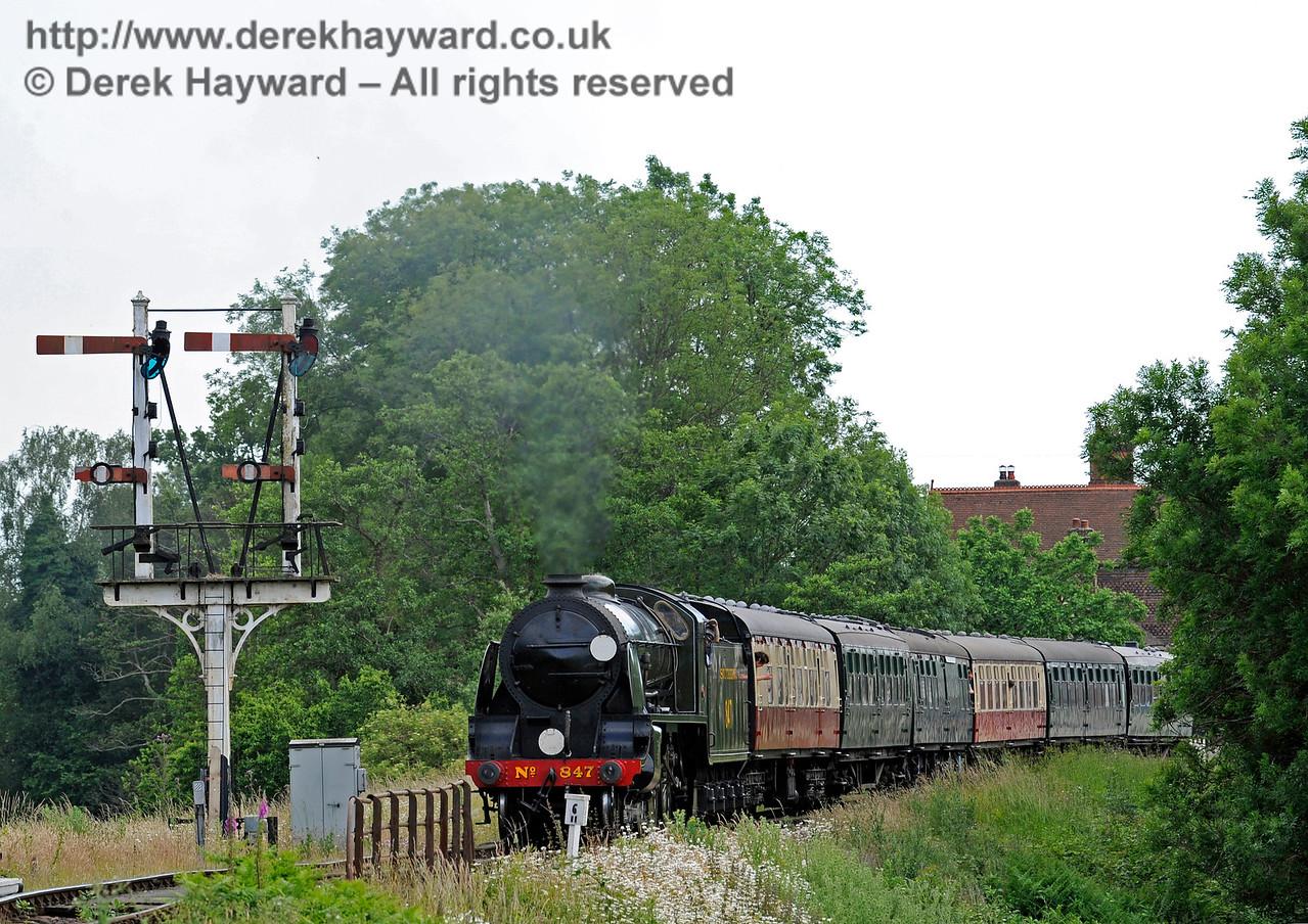 847 leaves Sheffield Park.  27.06.2015  11508