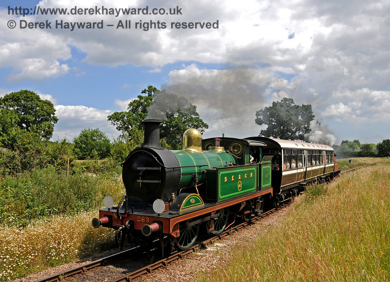 263 steams towards Ketches Halt with the shuttle.  27.06.2015  13104