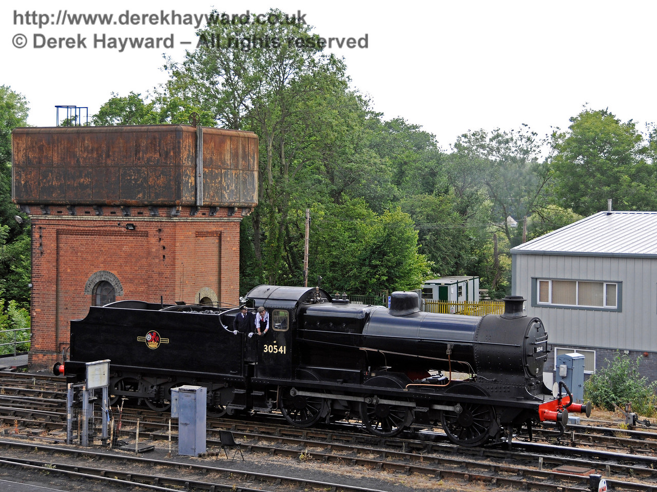 30541 adjacent to Sheffield Park water tower.  27.06.2015  13141