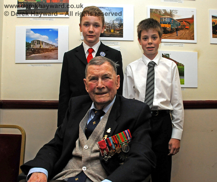 The late Bernard Holden MBE, President BRPS, poses with Paul Booth and Lewis Backus from the 9F Club.  Sheffield Park 16.09.2010  4842