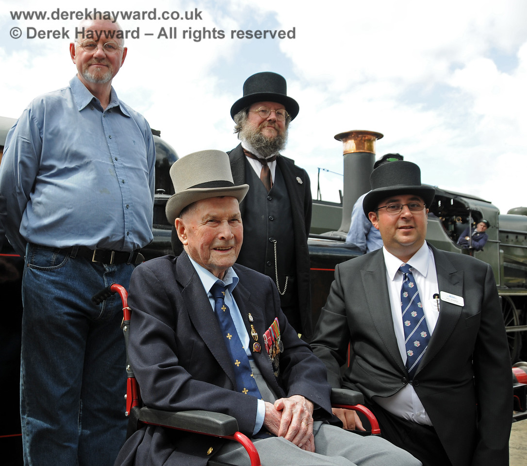 The late Bernard Holden MBE, President BRPS, posing for pictures at the 50th Anniversary celebrations, in this case with Russell Pearce, Retail Director, Lewis Nodes, Rolling Stock Director (in period costume) and Neil Glaskin, Operations Director.  Sheffield Park  07.08.2010  3691