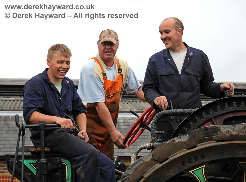 Having fun on a traction engine at Sheffield Park.  Andy Sabin and colleagues.  21.08.2010  4128