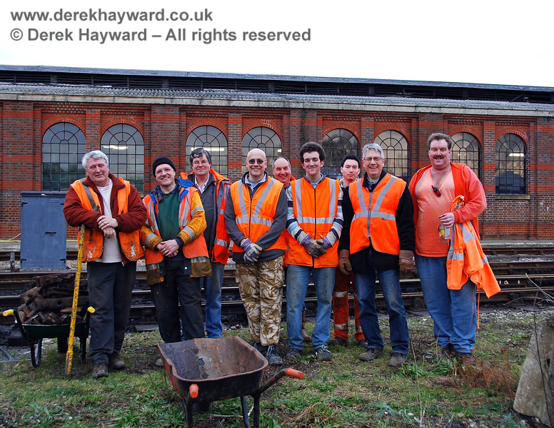 Some of the PWay team helping with the Sheffield Park (Woodpax) Carriage Shed Project at Sheffield Park.  24.01.2010