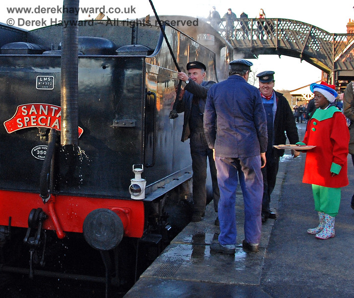 The crew of a Santa Special get a mince pie too...!  Sheffield Park 07.12.2008