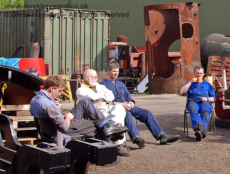 After a busy day a break is essential.  Sheffield Park Workshops  08.05.2007