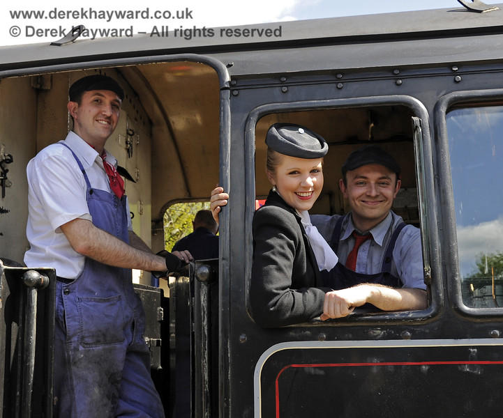 Louise from Customer Services with the crew of 80151 during the Southern at War event.  12.05.2012  4655
