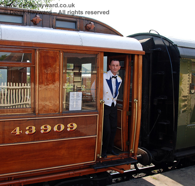 Luxury service was provided in the Director's Saloon for First Class ticket holders.  Sheffield Park 24.05.2009