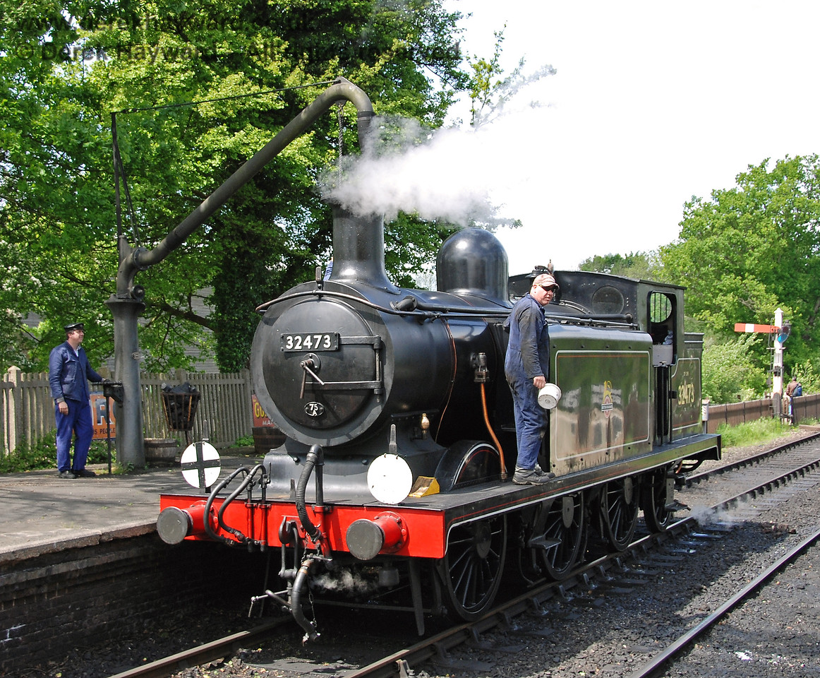 Andy Sabin from Sheffield Park Workshops keeps watch for lurking photographers whilst 32473 takes water.  08.05.2007