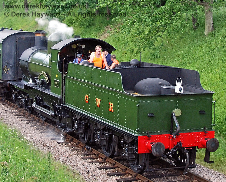 9017 gives some members of the PWay team a lift south of Three Arch Bridge.  03.06.2007