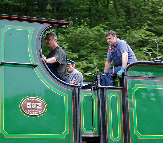 The crew of 592 as the engine steams north from Leamland Bridge.  28.06.2009