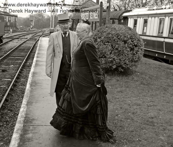 A Victorian lady and gentleman at Horsted Keynes.  14.12.2013  9850