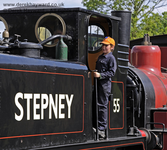 A member of the 9F Club helping out on Stepney.  Sheffield Park Shed 29.06.2013  7561
