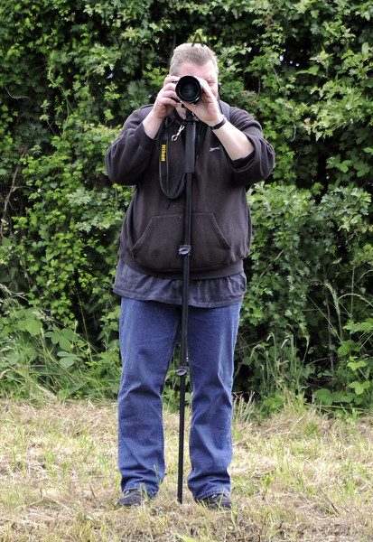 Martin Lawrence in photographer mode at Horsted Keynes.  23.06.2013  7453
