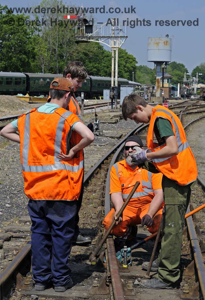 Members of the 9F Club under instruction in the various aspects of PWay work in a blocked section of the Down Yard at Horsted Keynes.  18.05.2014  9348