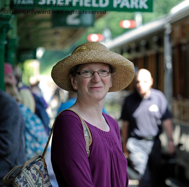 Deborah (plus hat) caught by the long lens at Horsted Keynes. 18.07.2015 11620