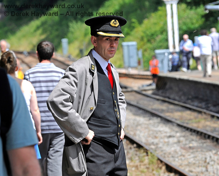 James Young realising that Horsted Keynes would run far more smoothly if it wasn't for all these passengers...  18.07.2015 11623