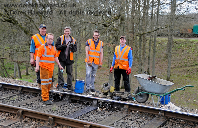 PWay maintaining greasers south of Horsted Keynes. There is a supervisor, the chap doing the repairs, a labourer, a health and safety representative and a time and motion expert...  The COSS and lookouts were out of shot. 02.04.2017 17038