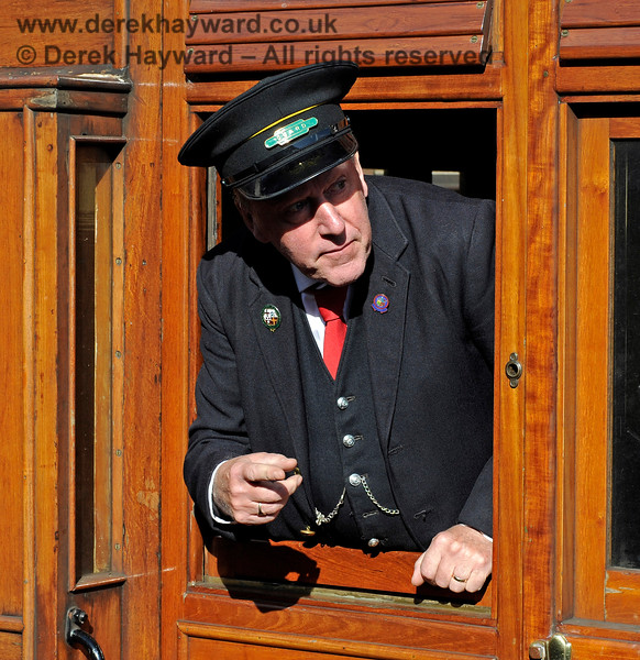 A man with many roles, Roger Price is acting as a Guard at Sheffield Park. 02.10.2016 14080