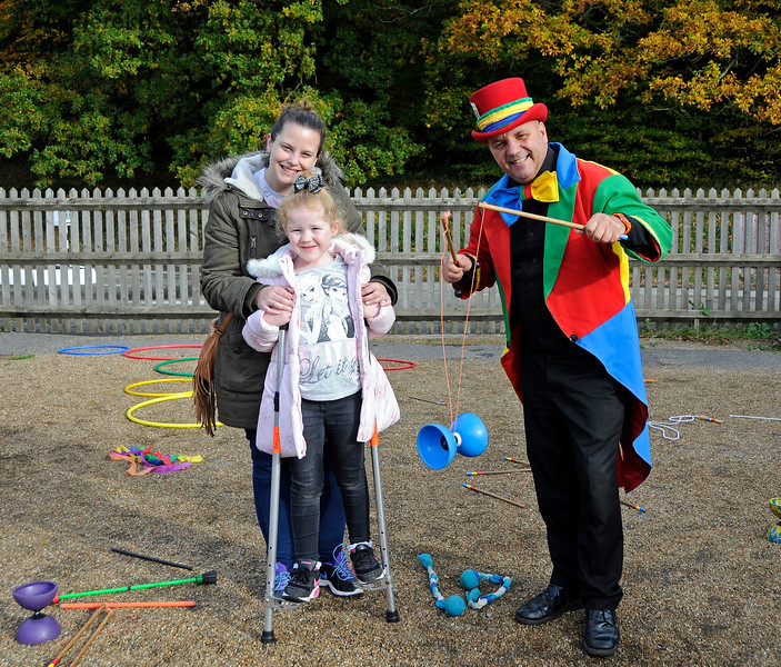 Crazee Hazee  providing a Circus Skills course at Horsted Keynes. 25.10.2015 13890