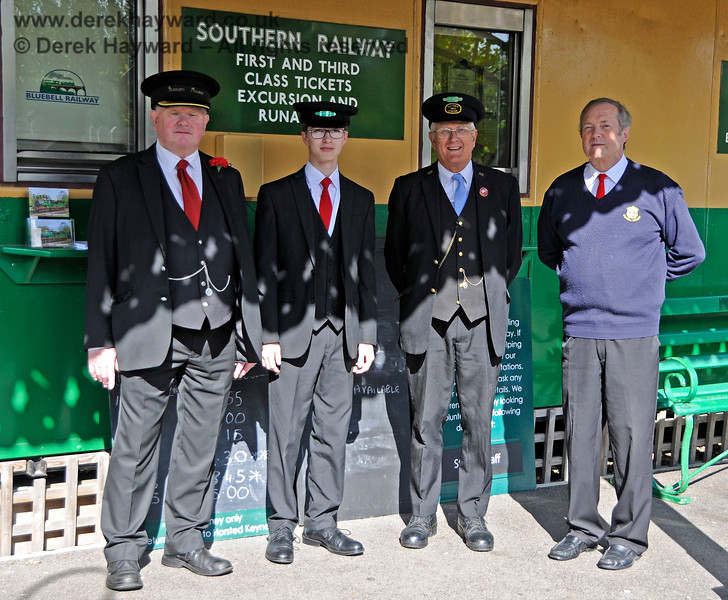 Some of the team on duty at East Grinstead.  Station Master Len Harvie (left) in charge.  02.10.2016 16400