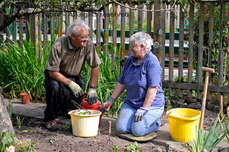 John and Mary looking after the station garden at Kingscote. 24.09.2016 13948