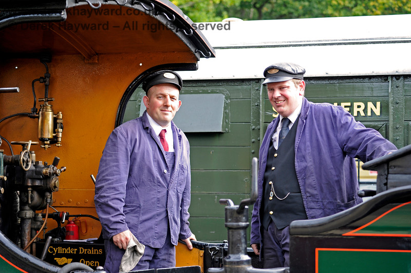 Tim Gray and colleague waiting to go south in 65 at Horsted Keynes.  23.09.2017 16110