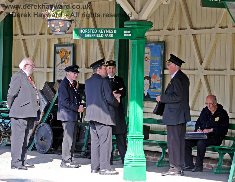 A secret meeting of Station Masters, held in the discrete location of Kingscote.  At least, the meeting was secret until now...  04.10.2015 12027