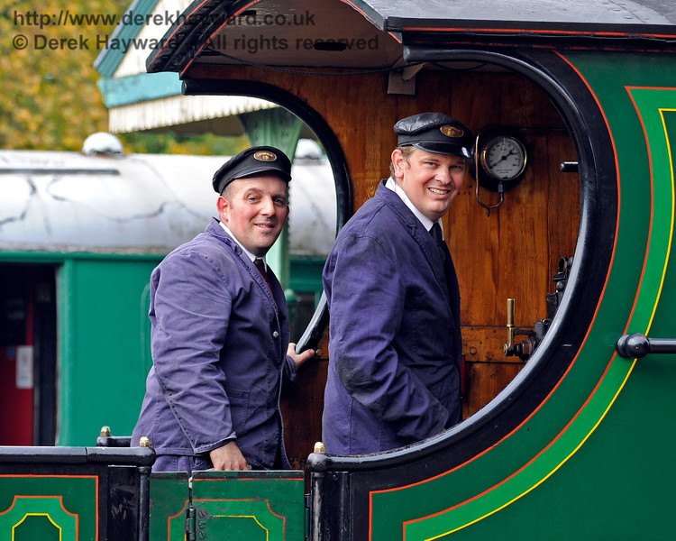 Happy smiles from Tim Gray and his colleague on board 592 at Horsted Keynes. 10.10.2015 12135