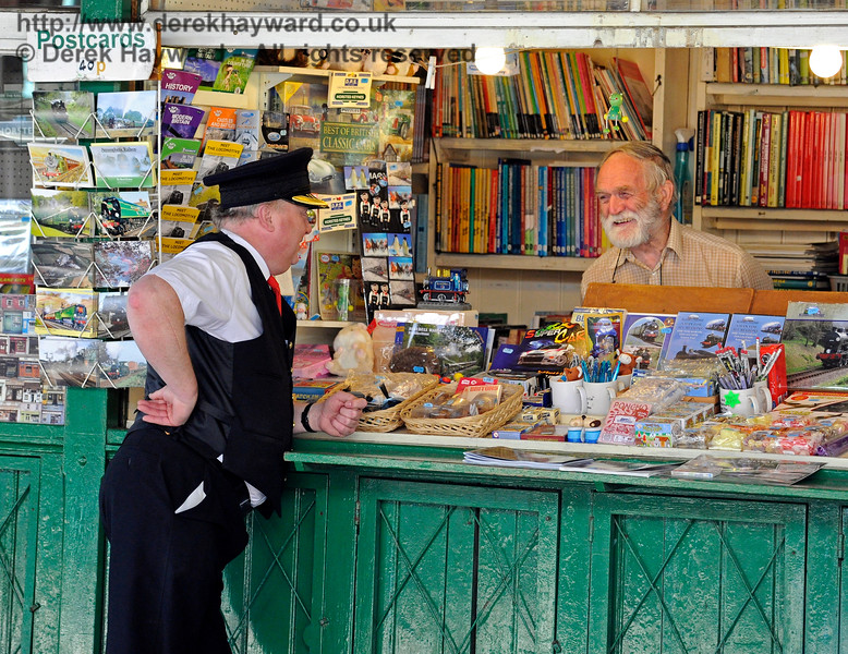 Tim Baker passing the time of day at the Horsted Keynes bookstall.  25.06.2016 13466
