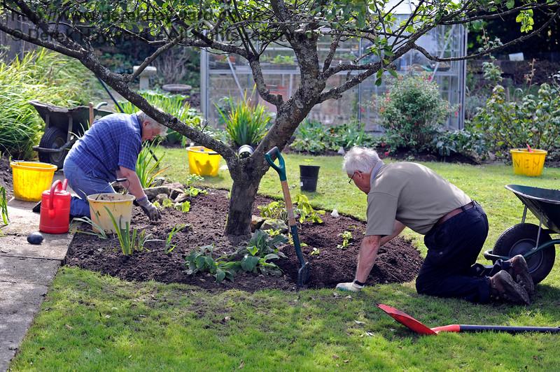 Gardening at Kingscote.  24.09.2016 13947