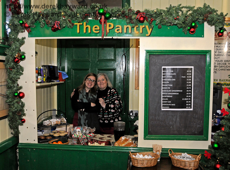 How sweet.  Contented people in The Pantry at Horsted Keynes.  11.12.2016 16712