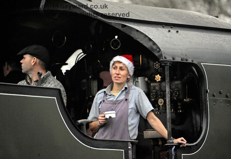 You get time for a cup of tea when you are operating the Santa service at Horsted Keynes with 847. 18.12.2016 14764