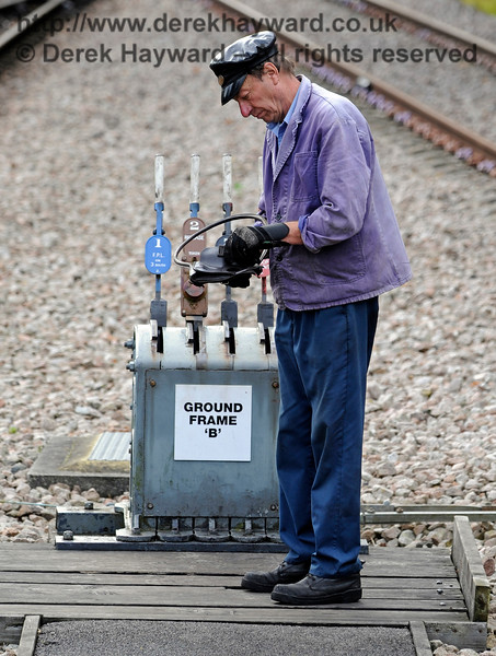 A member of the crew of 847 prepares to operate Ground Frame 'B' at East Grinstead. 16.10.2016 14176