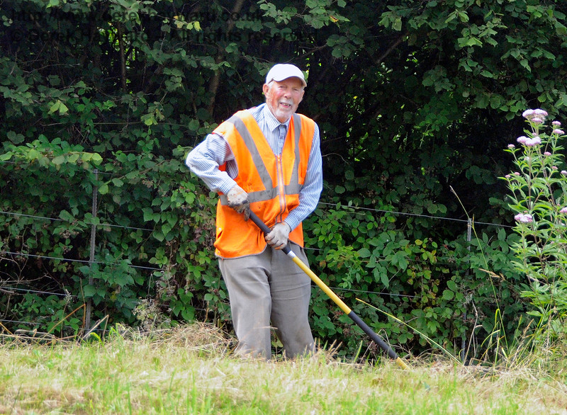 A member of the Friends of Kingscote, busy working on the lineside. 19.08.2017 17623