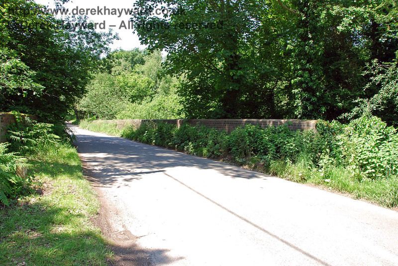 A second view looking west over Lane End Common bridge