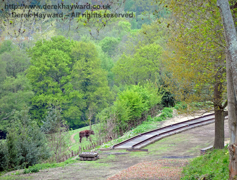 A final view on 08.05.2010 with a long lens, looking at the track that can be seen from the bridge. A buffer stop remains to be fitted and loading of waste will take place on a wider section around the bend.  2255