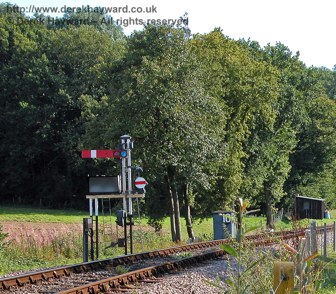 The same signal viewed from the adjacent public footpath. 29.08.2005