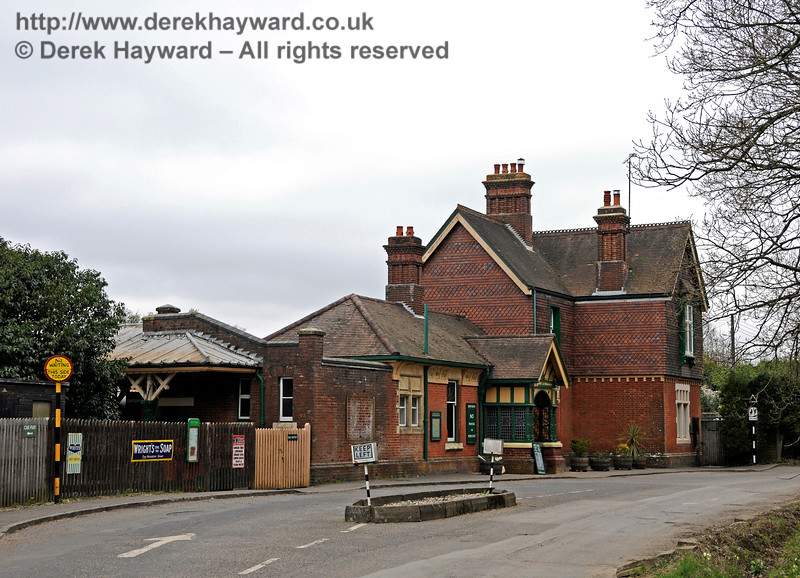 The approach to Horsted Keynes Station forecourt.  05.04.2014 10223