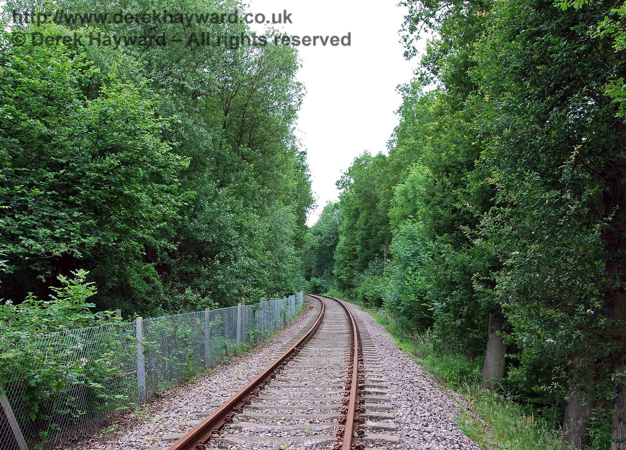 Looking south around the long restricted clearance curve that leads towards Kingscote. 28.06.2009.