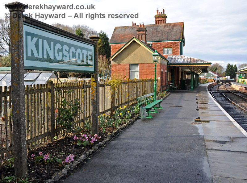 Kingscote is known for it's well tended flower beds.  A display of spring flowers greets visitors on 27.03.2010  1711